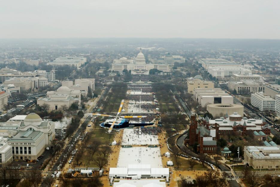 In photos: President Trump is sworn in 2017-01-20T170713Z_1642290179_RC1...