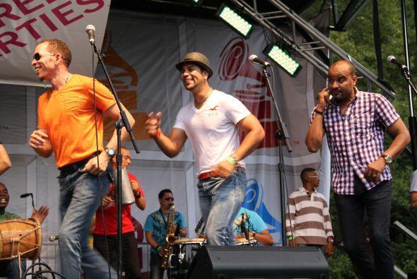 Los Rosario en El Latin Grammy® Street Party bc3a0d6aaec34703bf2b78cdcc9...