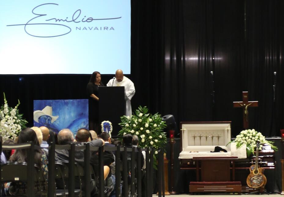 Dan el último adiós a Emilio Navaira en Ceremonia Pública