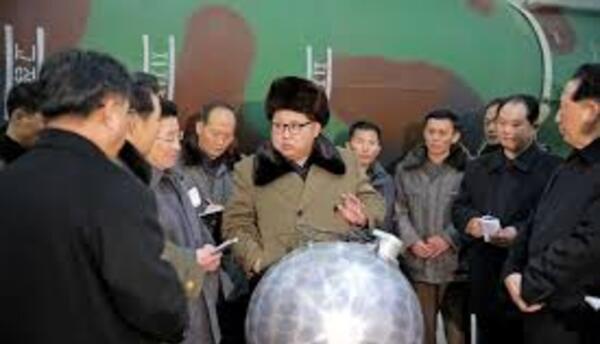 Kim Jong Un apareció hace unos meses frente a una esfera que luce ser un...
