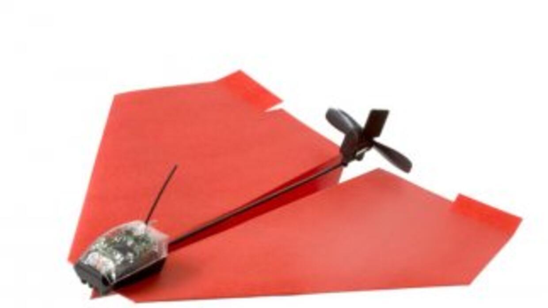 Shai Goitein creó un motor ultra ligero para volar avioncitos de papel a...