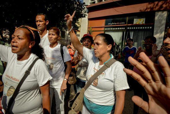 """El  hostigamiento a las """"Damas de Blanco""""  por una turba oficialista cua..."""