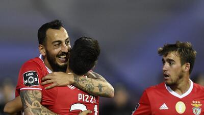 Benfica vence al Chaves y es superlíder en Portugal