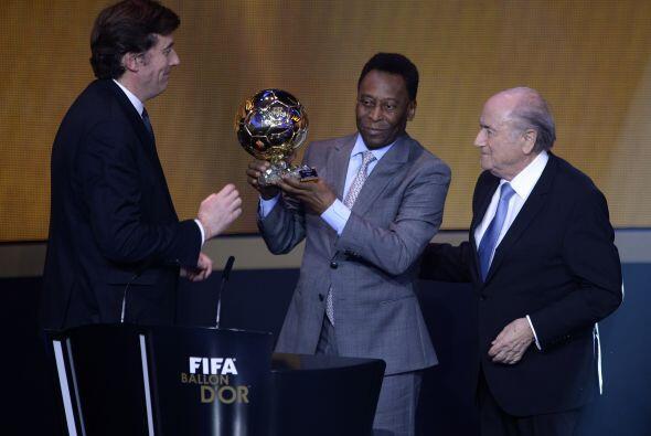 Edson Arantes do Nascimento, 'Pelé', recibió un galardón que como jugado...
