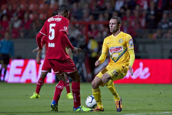 Miguel Layún no estuvo cómodo en el partido, le taparon las vías de acce...