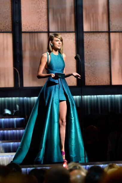 Taylor Swift no cantó en esta entrega, pero presentó el premio de Mejor...