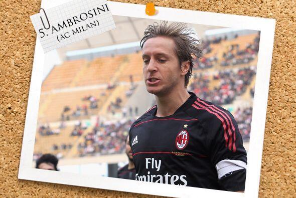 Ya en el mediocampo, Massimo Ambrosini fue un bastión en la apretada vic...