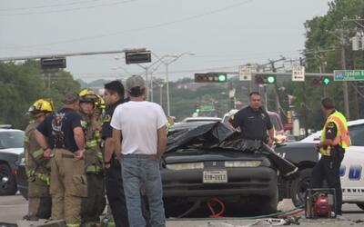 Conductor muere al pasarse un semáforo en rojo a toda velocidad