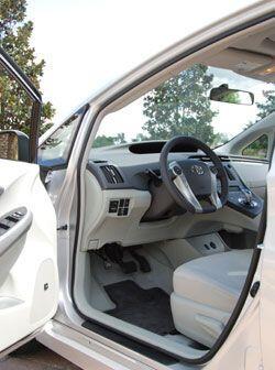El Prius 2010 tiene un mejor diseño interior y cuenta con más tecnología.