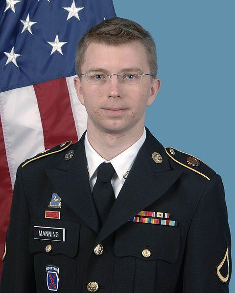 Bradley Manning.   Es un soldado del Ejército de Estados Unidos que entr...