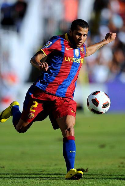 En la lateral derecha, el brasileño Dani Alves brinda un gran aporte tan...