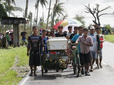 Los reportes de las autoridades informan que el tifón Haiyan ha d...