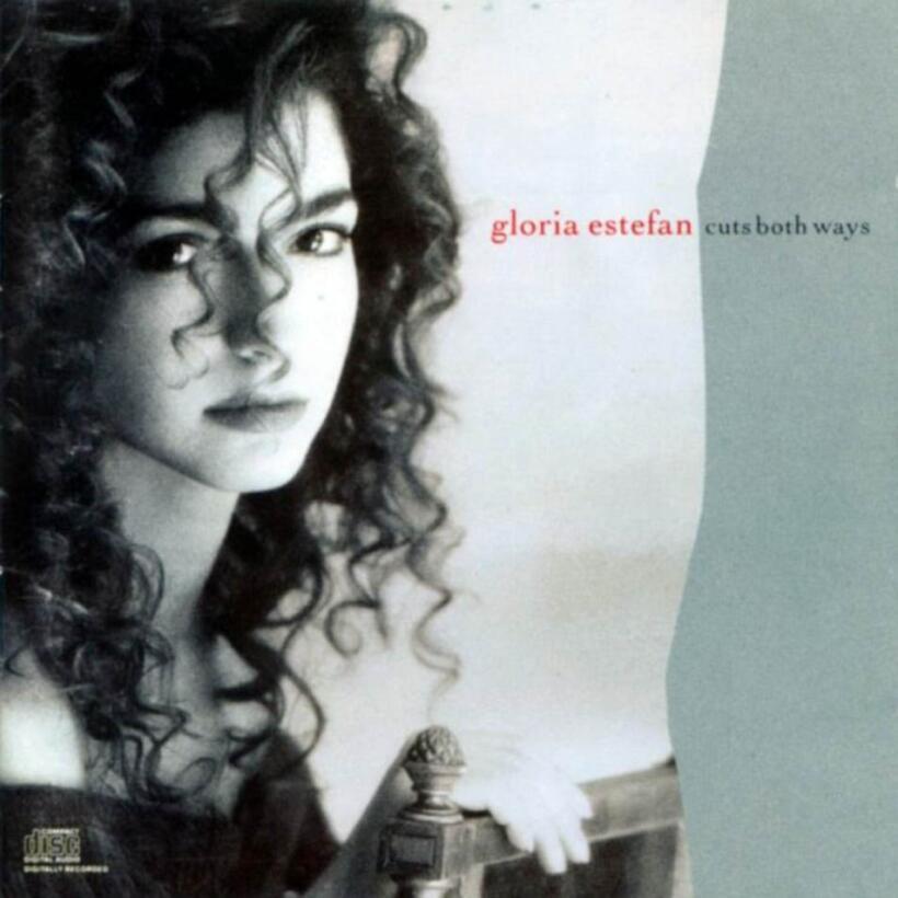 18. Gloria Estefan pasa 1989 por lo alto estrenando Cuts Both Ways.