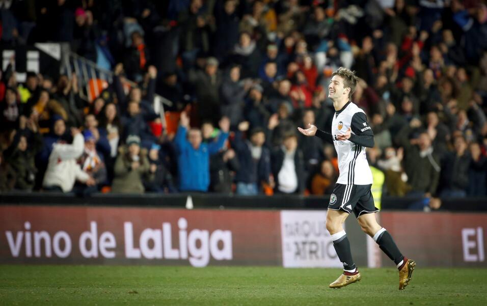 Valencia factura errores y vence al Deportivo La Coruña 6365113580467355...