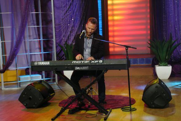 Su poderoso teclado y perfecta voz, puso a todos a cantar.