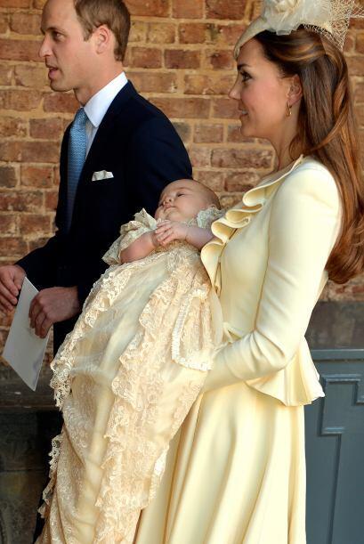 Cuatro meses después, el pequeño príncipe George fu...