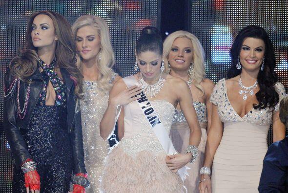 Sheena Monnin (última a la derecha) fue Miss Pennsylvania 2012 y su escá...