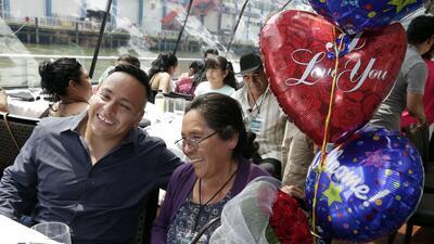 En fotos: Familias mexicanas se abrazan en Nueva York tras 20 años sin verse