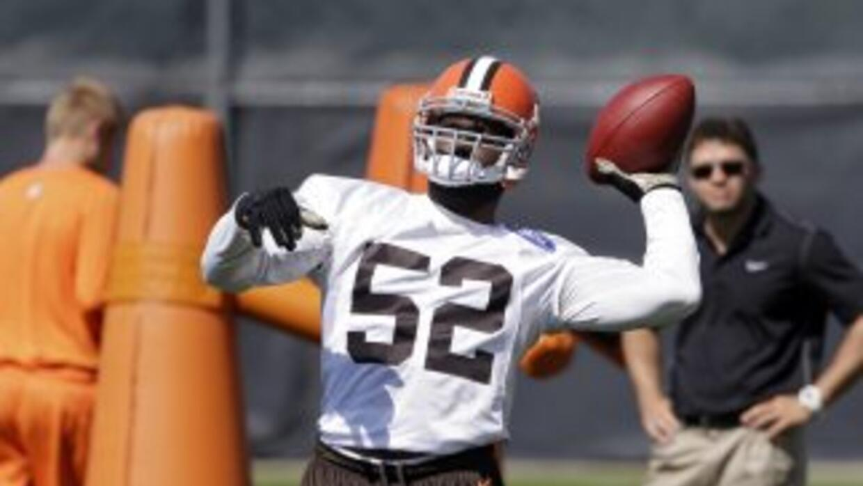 D'Qwell Jackson firmó con los Colts (AP-NFL).