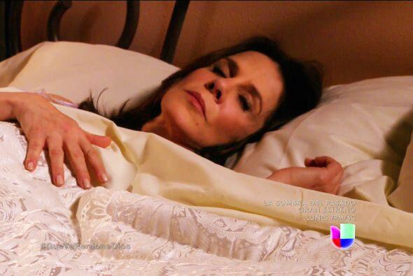 ¡Despierta Renata! Fausto viene decidido a hacerte daño.