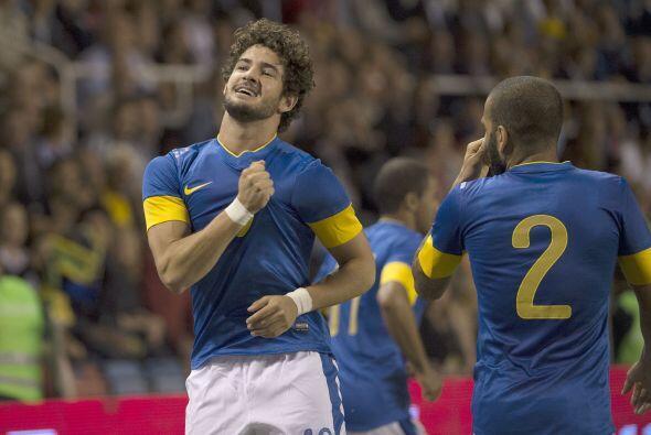 Incluso su vuelta al Brasileirao con el Corinthians le brinda posibilida...