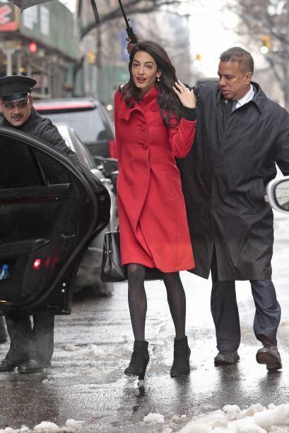 Amal Alamuddin Clooney siempre enamora con sus exquisitas prendas de dis...