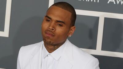 Tras ser acusado de violación, liberan a Chris Brown y se defiende insultando públicamente a la supuesta víctima