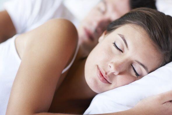 Deberías estar durmiendo entre siete y nueve horas, aproximadamente. Si...