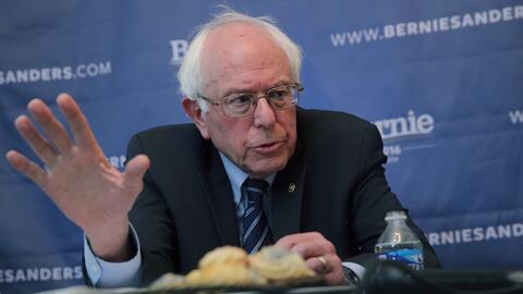 Demócratas castigan campaña de Sanders por revisar datos de Clinton sand...