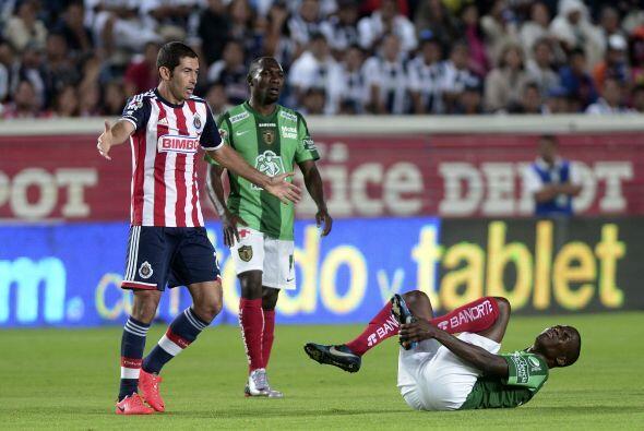 Israel Castro (8).- El mediocampista del Guadalajara, fue el jugador que...