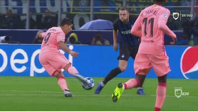 Luis Suárez casi abre el marcador para el Barcelona en Italia