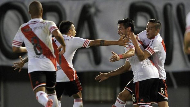 Los millonarios se impusieron 4-1 al Independiente, y se afianzan como l...