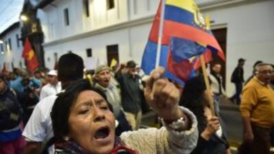 Manifestantes contra el gibierno del presidente Rafael Correa marchan po...