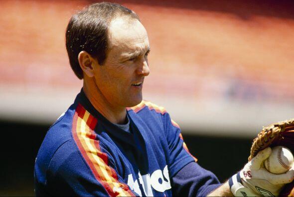 Jugó para cuatro equipos diferentes durante 27 temporadas y fue conocido...