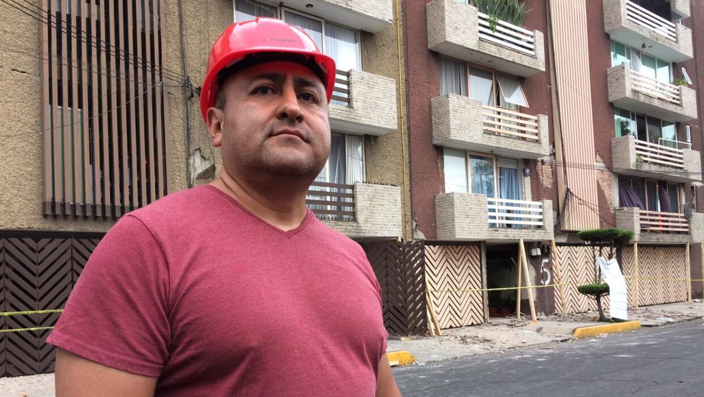 Gerardo Ortiz, uno de los voluntarios en el derrumbe del Colegio Enrique...