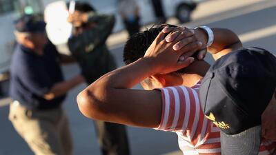 La policía de Arizona ya puede preguntar por el estatus migratorio y det...