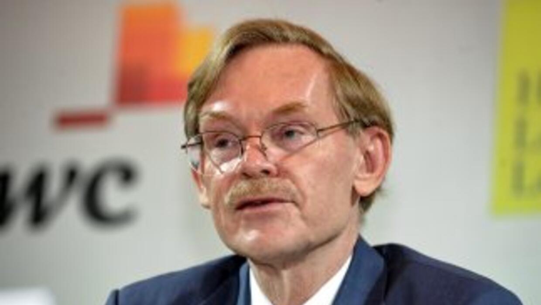 Robert Zoellick, presidente del Banco Mundial, busca calmar a los mercad...
