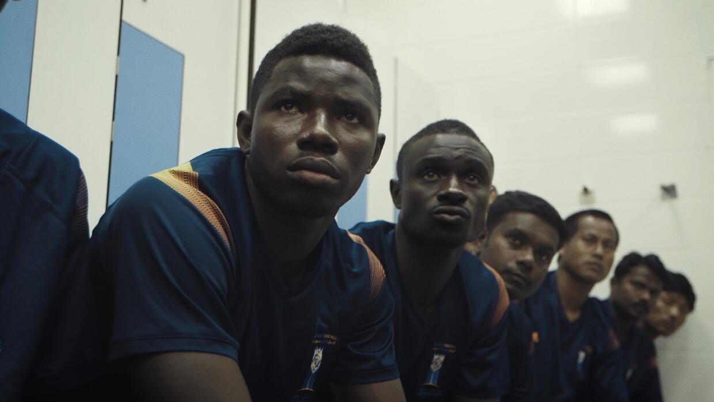 El equipo espera en el vestuario previo al inicio de un partido.