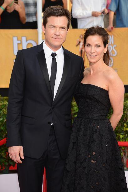 Jason Bateman y Amanda Anka no dejaron de posar para las cámaras.