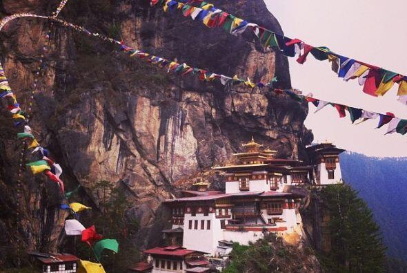 Nido del Tigre, Valle de Paro, Bután    Este templo del siglo 17...