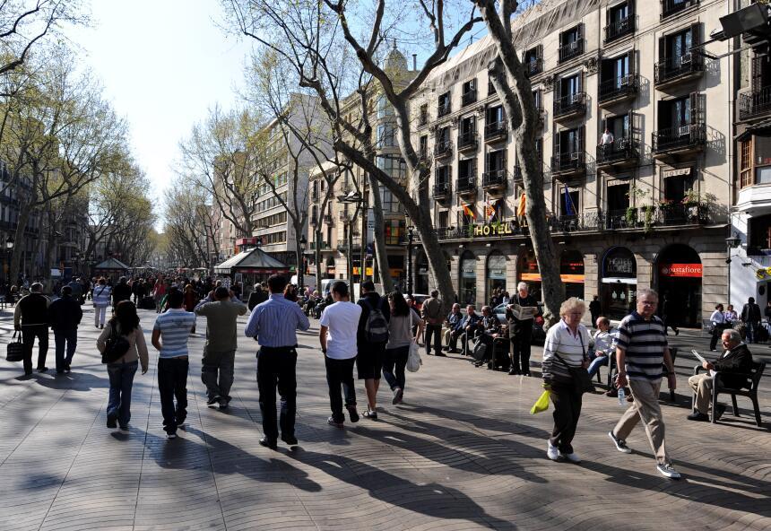 En fotos: Así luce La Rambla de Barcelona en un día normal GettyImages-8...