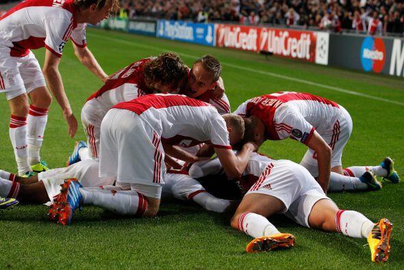 Stefano Denswil ponía el 1-0 y causaba la alegría de todos los presentes...