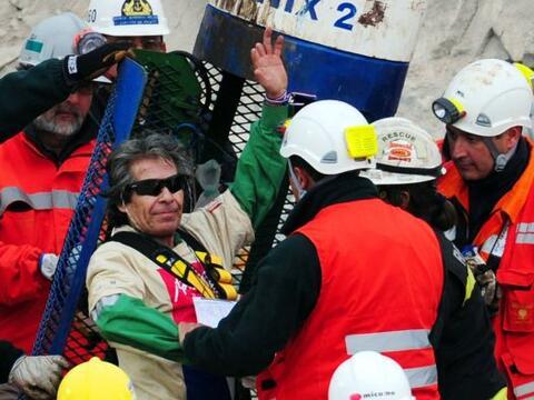 Luego del exitoso rescate de los 33 mineros chilenos, que estuvieron 70...