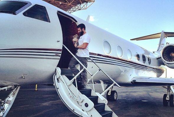 Bilzerian siempre viaja en Jet privados y por su puesto con su gato inse...