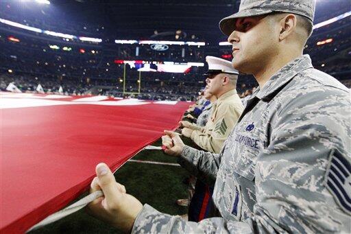 Como cada año la NFL honró al Ejército de los Estados Unidos de América...