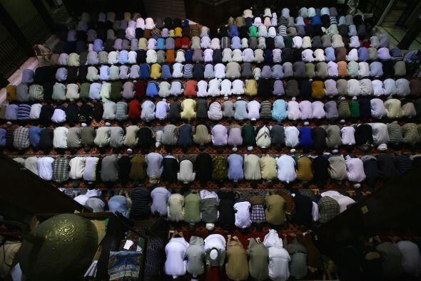 Una mezquita es un lugar de adoración para los musulmanes, conocido como...