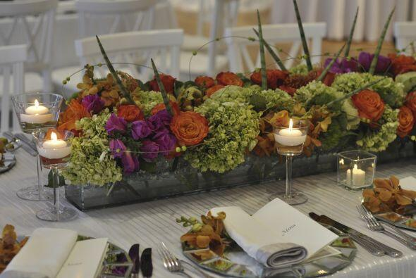 Cálido. ¿No logras decidirte entre velas o flores para adornar tu centro...