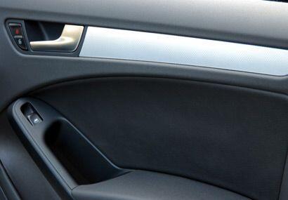 Los materiales interiores son de buena calidad y no está forrado con imi...