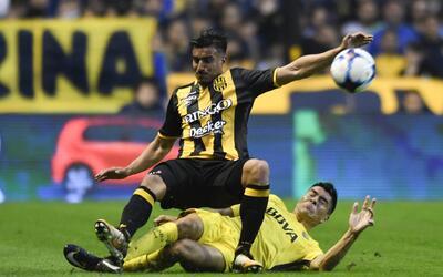 El defensor argentino comenzó la Liga argentina como titular con...