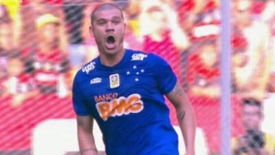 Nilton, jugador de Cruzeiro, festejó con todo al creer que su cabezazo h...